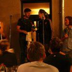 Marvin und Jessy teilen sich den Sieg beim Fußball Slam Juni 2018 Beyerhaus Leipzig Topical Island Poetry Slam